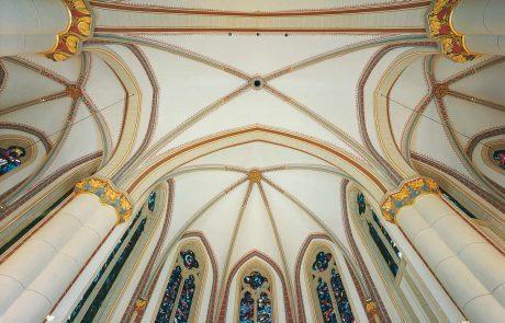 Decke der St. Joseph Gemeinde in Oberhausen Styrum restauriert von der Restaurierungen Berchem GmbH