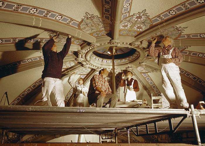 Deckenmalereien werden von der Restaurierungen Berchem GmbH restauriert